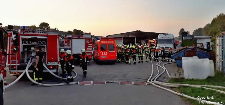 Einsatz 29 2018 LKW-Brand Recyclingbetrieb Obertraubenbach Beitragsbild
