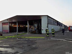 Einsatz 29 2018 LKW-Brand Recyclingbetrieb Obertraubenbach_3