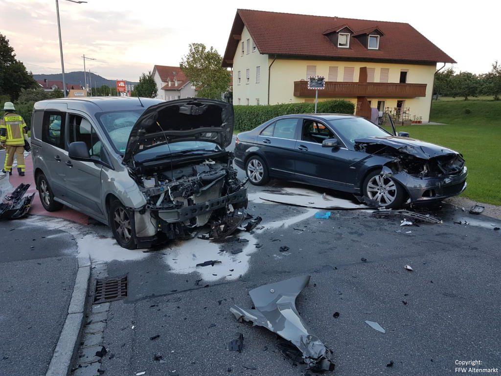 Einsatz 11 2019 Verkehrsunfall Altenmarkt 1