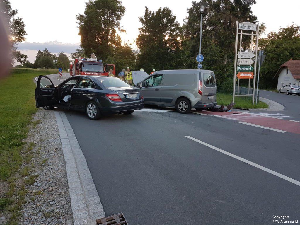 Einsatz 11 2019 Verkehrsunfall Altenmarkt 2