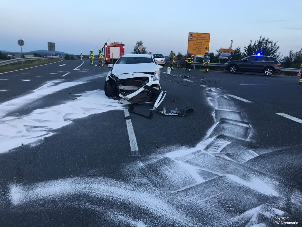 Einsatz 13 2019 Verkehrsunfall Industriegebiet Altenmarkt Michelsdorf Beitragsbild 01
