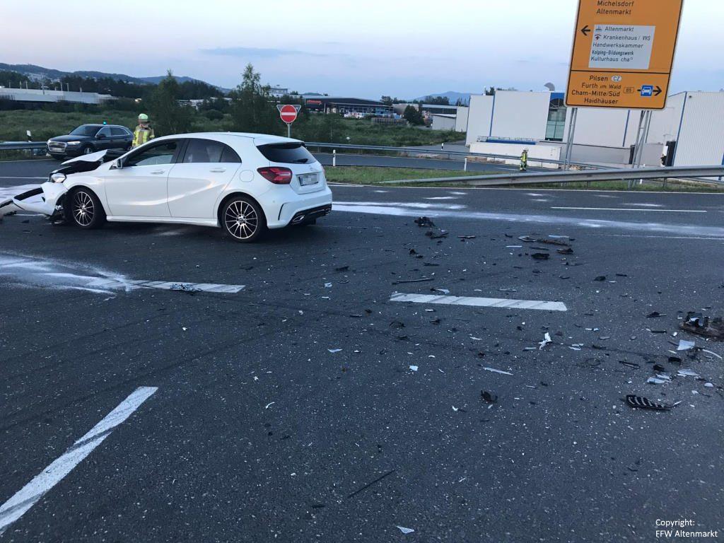 Einsatz 13 2019 Verkehrsunfall Industriegebiet Altenmarkt Michelsdorf Beitragsbild 04