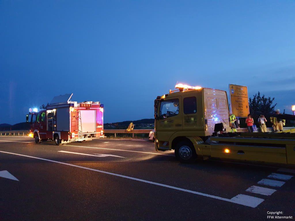 Einsatz 13 2019 Verkehrsunfall Industriegebiet Altenmarkt Michelsdorf Beitragsbild 05