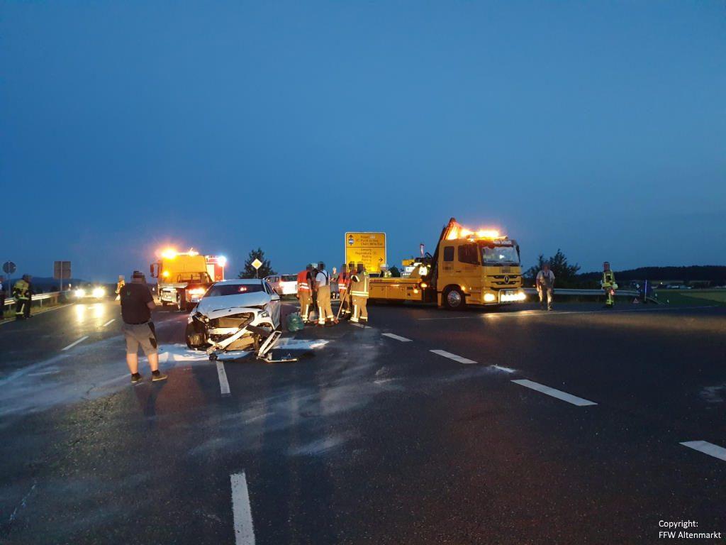Einsatz 13 2019 Verkehrsunfall Industriegebiet Altenmarkt Michelsdorf Beitragsbild 06