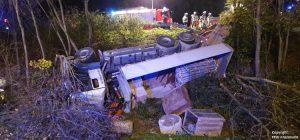 Einsatz 27 2019 Schwerer LKW Unfall Kreisverkehr Cham-Süd_Beitragsbild