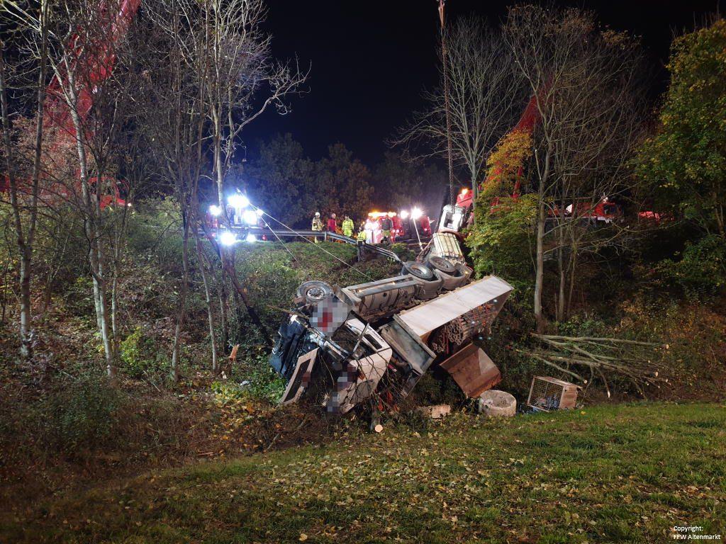 Einsatz 27 2019 Schwerer LKW Unfall Kreisverkehr Cham-Süd_5