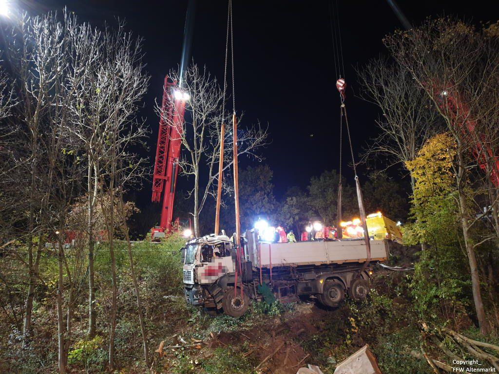 Einsatz 27 2019 Schwerer LKW Unfall Kreisverkehr Cham-Süd_7