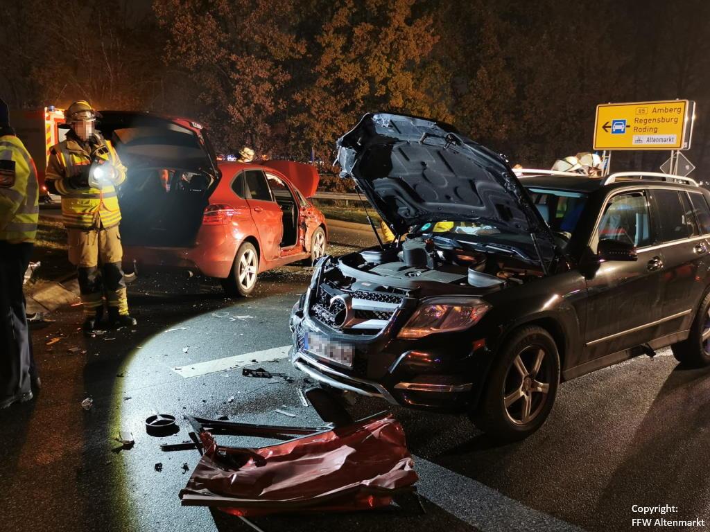 Einsatz 51 2020 Verkehrsunfall Cham Süd Person eingeklemmt (2)