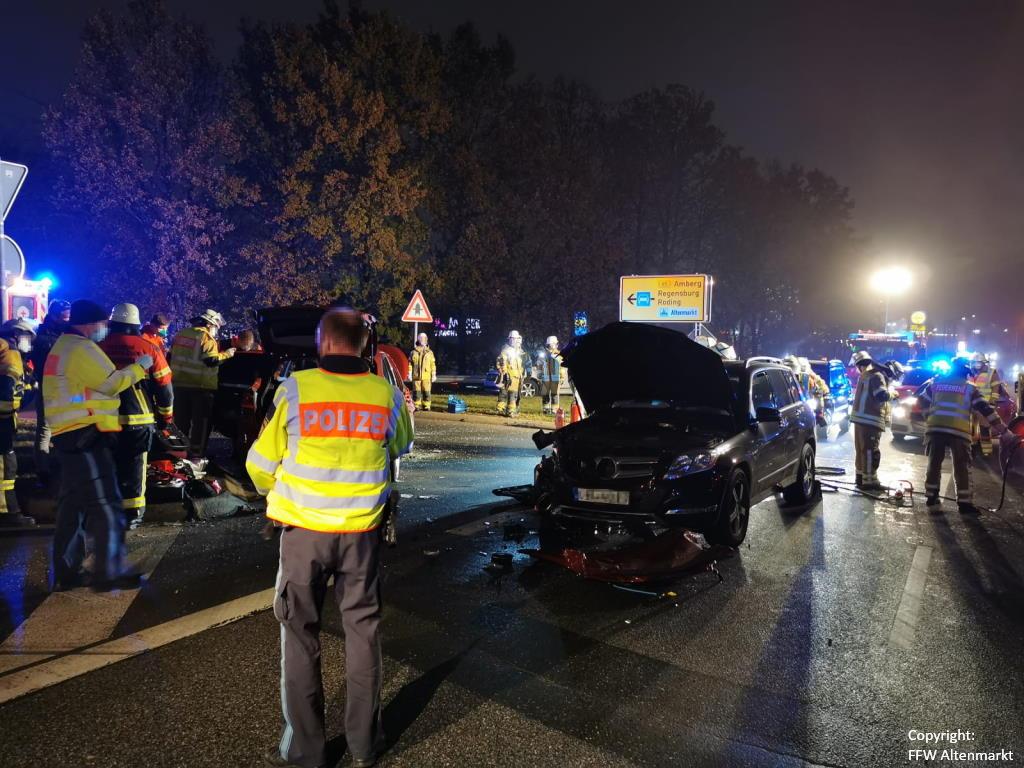 Einsatz 51 2020 Verkehrsunfall Cham Süd Person eingeklemmt (3)
