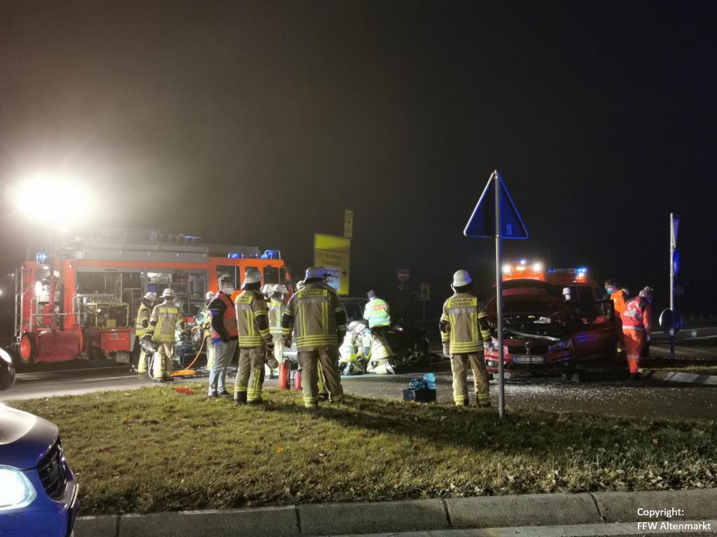 Einsatz 51 2020 Verkehrsunfall Cham Süd Person eingeklemmt (4)