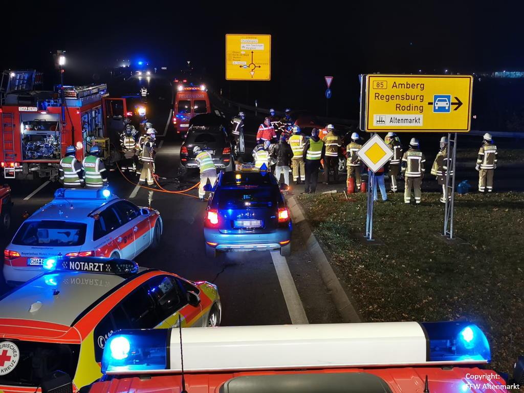 Einsatz 51 2020 Verkehrsunfall Cham Süd Person eingeklemmt (5)