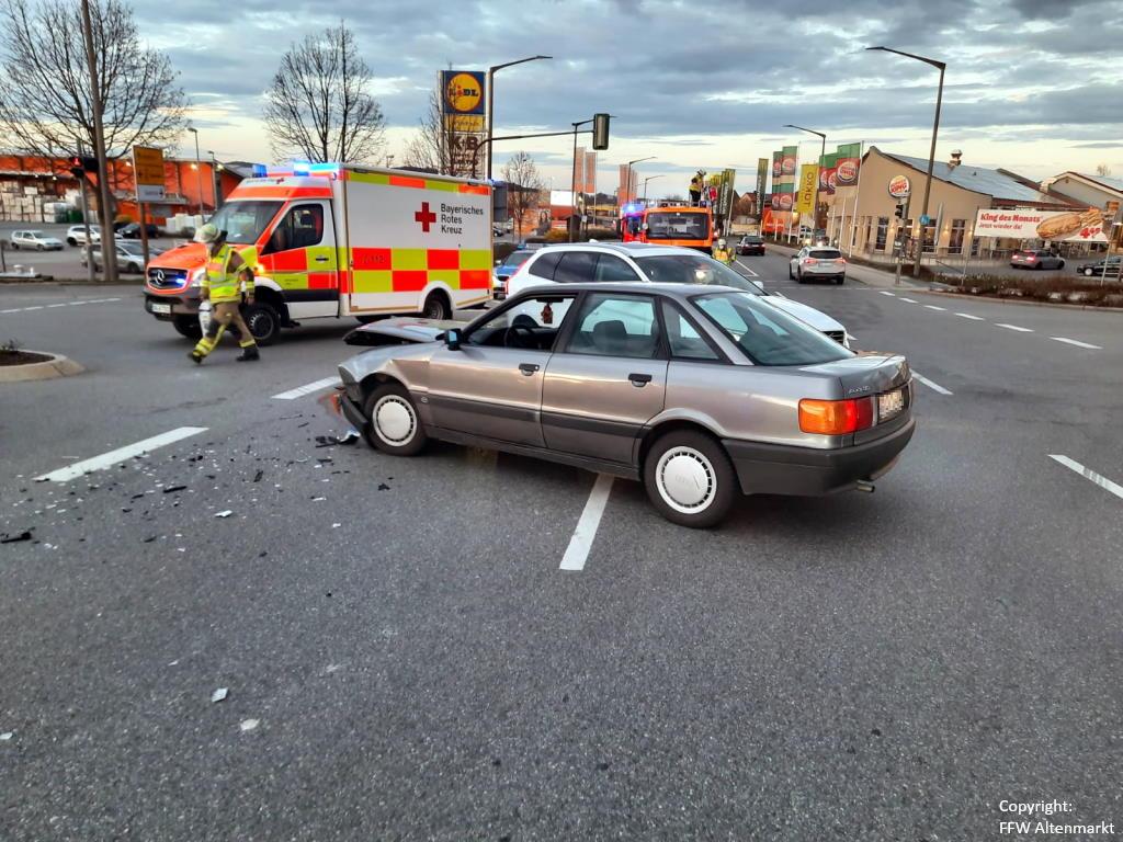 Einsatz 13 2021 Verkehrsunfall Cham-Süd (1)